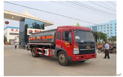 程力威牌CLW5161GFWC4型腐蚀性物品罐式运输车